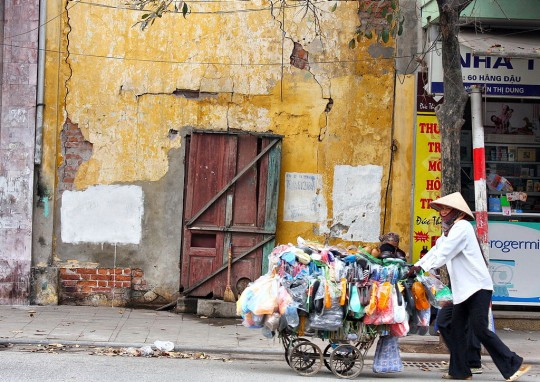 Making invisible urban poverty visible will be the first step to tackling it, to building more inclusive, sustainable societies. Photo: Christine Zenino [CC BY 2.0]