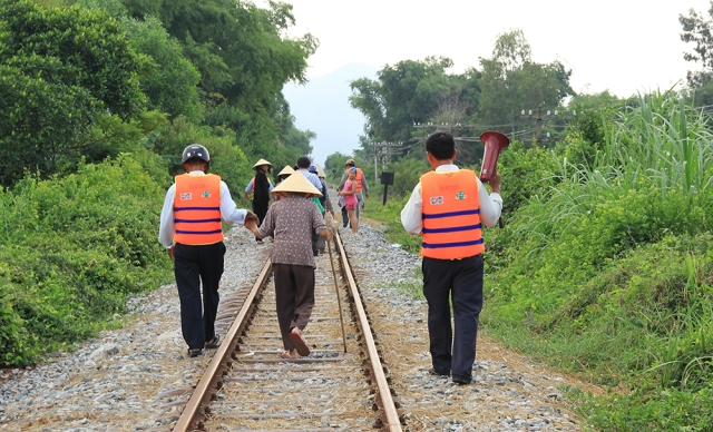 On the way to the Community Safe Shelter. Flood Early Warning System in Quy Nhon. Photo: ISET-Vietnam