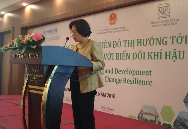 Bà Phan Thị Mỹ Linh, Thứ trưởng Bộ Xây dựng phát biểu tại Hội thảo