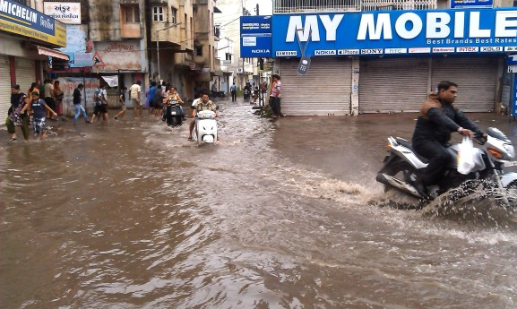 surat_flood_2013_taru_acccrn_1